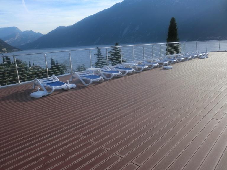 Terrazze e balconi deck composito prodotti in for Arredamento terrazze e balconi
